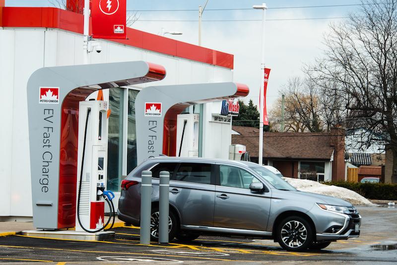 Petro-Canada - les bornes de recharge rapide pour véhicules électriques