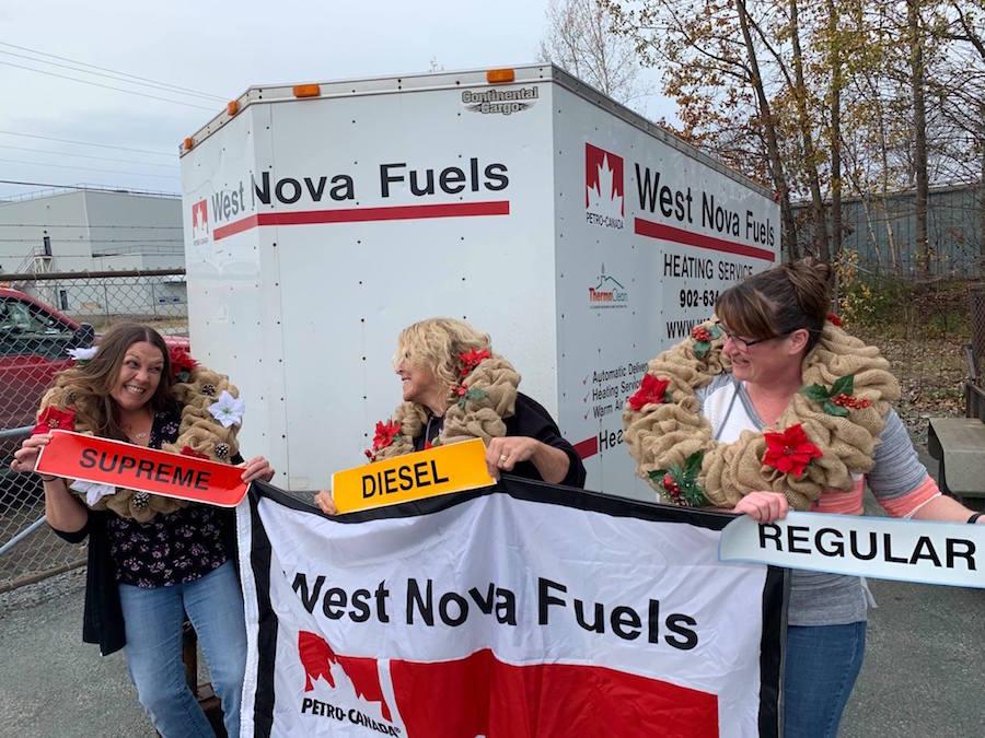 Les membres de l'équipe de West Nova Fuels gardent le moral.